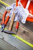 Satz alte Werkzeuge zu arbeiten Stockfotos