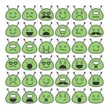 Satz Außerirdischeikonen mit verschiedenen Gefühl-, glücklichen und traurigengesichtern Stockfoto