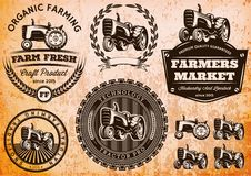Satz Aufkleber mit einem Traktor für Viehbestand und Ernte Lizenzfreies Stockbild