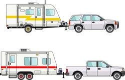 Satz Auto- und Reiseanhänger auf einem Weiß Stockfotos