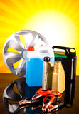 Satz Autoteile, Autobatterie auf klarem moto Konzept Stockbilder