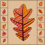 Satz Autumn Patterned Oak Leaf und kleine einfache Blätter Lizenzfreies Stockbild
