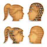 Satz Bücherregale in Form von Mann und Frau gehen voran Stockfotografie