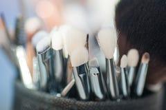 Satz Bürsten für Make-up in einem Kasten Lizenzfreie Stockbilder