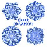 Satz blaue Gestaltungselemente mit griechischen Motiven lokalisiert auf weißem Hintergrund Stockbild