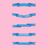 Satz blaue gewellte und scharfe Fahnen auf leichtem Hintergrund lizenzfreie abbildung