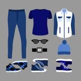 Satz blaue Kleidung und Zubehör der modischen Männer Garderobe der Männer Stockbild