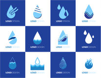 Satz blaue Vektorikonen der abstrakten Wassertropfenform Lizenzfreie Stockfotografie