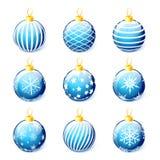Satz blaue Weihnachtsbälle lokalisiert auf weißem Hintergrundvektor Stockbild