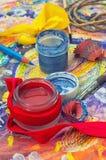 Satz Bleistifte und Farben Lizenzfreie Stockfotografie