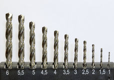 Satz Bohrer für Metall lizenzfreie stockbilder