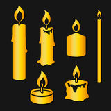 Satz brennende Kerzen des Goldschattenbildes Stockfotografie