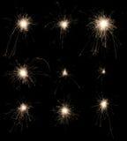 Satz brennende Wunderkerzen auf schwarzem Hintergrund. Lizenzfreies Stockfoto