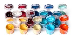 Satz bunte Acrylfarben in den offenen Gläsern Stockfoto