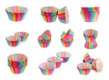 Satz buntes Regenbogenpapierzinn für backendes Kuchenmuffin cupcak stockbilder
