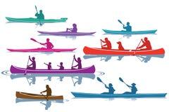 Satz Canoeing und Kayak fahrende Schattenbilder Stockbilder