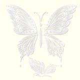 Satz dekorative weiße Schmetterlinge schnitt vom Papier Auch im corel abgehobenen Betrag Stockbilder