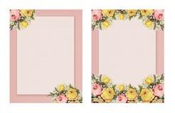 Satz der Blumenrose des bedruckbaren Shabby-Chic-Stils der Weinlese zwei stationär auf Grünbuchhintergrund lizenzfreie abbildung