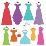 Satz der bunten Frauen des Schattenbildes Kleider Flaches Design Stockbilder