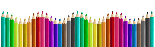 Satz der farbigen nahtlosen Regenbogenwelle der Bleistifte nebeneinander lokalisiert Stockfotografie