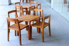 Satz der hölzernen Tabelle und des Stuhls Lizenzfreies Stockfoto