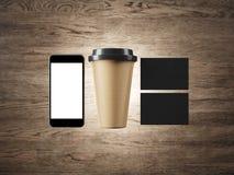 Satz der leeren Kaffeetasse, zwei Visitenkarten und Stockbild
