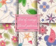 Satz der nahtlosen Musterweinlese mit Blumen lizenzfreie abbildung