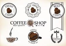 Satz der Retro- Kaffeestube der Weinlese wird und Aufkleber deutlich lizenzfreie abbildung