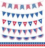 Satz der unterschiedlichen Girlande mit Flaggenbändern Amerikanischer Unabhängigkeitstag Juli 4 Auch im corel abgehobenen Betrag Stockbild