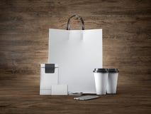 Satz der weißen Handwerkseinkaufstasche, zwei Kaffeetassen Stockfotos