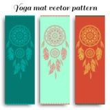 Satz der Yogamatte mit dreamcatcher Vektormuster Stockfoto