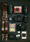 Satz des Fotografen für Reise Der Plan der Kameras Mein Satz Fotoausrüstung lizenzfreie stockbilder