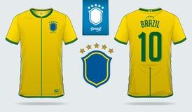 Satz des Fußballtrikots oder Fußballausrüstungsschablonendesign für nationales Fußballteam Brasiliens Vordere und hintere Ansicht stock abbildung
