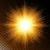 Satz des glühenden Lichteffektsternes, das warme gelbe Glühen des Sonnenlichts mit Scheinen auf einem transparenten Hintergrund A Stockfotos