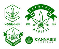 Satz des grünen medizinischen Hanfemblems, Logo klassisches vintege Lizenzfreie Stockfotos