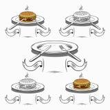 Satz des Hamburgers, der Platten und des Tischbestecks Stockfotografie