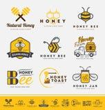 Satz des Honigbienenlogos und Aufkleber für Honigprodukte Lizenzfreies Stockfoto