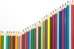 Satz des Regenbogens färbt hölzernen Bleistifthintergrund Lizenzfreie Stockfotos