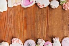 Satz des schönen Lebkuchens, Draufsicht des Hintergrundes stockbilder