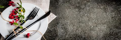 Satz des Tischbestecks mit Herbstdekoration Stockfoto