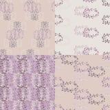Satz des violetten nahtlosen mit Blumenmusters Lizenzfreies Stockfoto