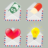 Satz des weißen Umschlags mit Geld, Pille, rotem Herzen und Glühlampe nach innen Lizenzfreie Stockfotografie