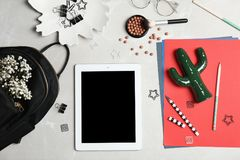 Satz des Zubehörs, der Kosmetik und des Tablet-Computers Lizenzfreies Stockbild
