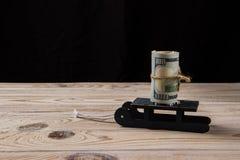 Satz Dollar auf einem Schlitten lizenzfreies stockbild