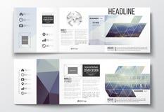 Satz dreifachgefaltete Broschüren, quadratische Designschablonen Stockbilder