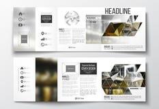 Satz dreifachgefaltete Broschüren, quadratische Designschablonen Bunter polygonaler Hintergrund, unscharfes Bild, Nachtstadtlands Lizenzfreie Stockfotografie