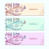 Satz Einladungskarten mit Blumenverzierung Lizenzfreies Stockfoto
