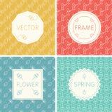 Satz Entwurfsdesignrahmen auf nahtlosen Hintergründen mit Blumen Stockbilder