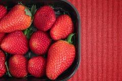 Satz Erdbeeren für Verkauf Lizenzfreie Stockfotos