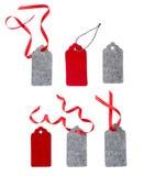 Satz Farbgeschenktags lokalisiert auf weißem Hintergrund Weihnachtsgeschenktag gebunden mit rotem Band Stockbild